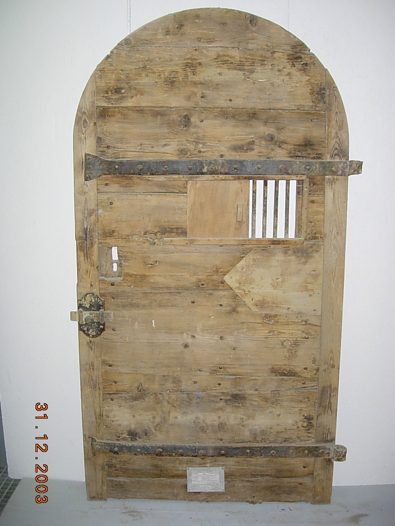 Porte ancienne de cachot mr d capage for Porte de ferme ancienne